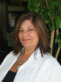 Annette Mackenstadt, Broker